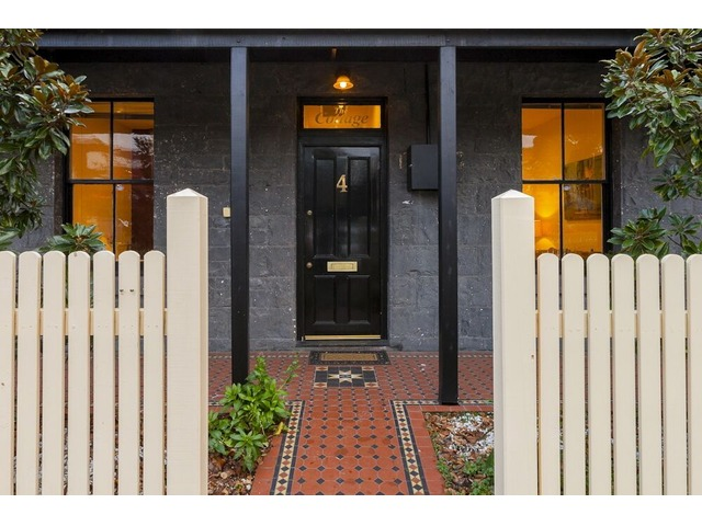 Luxurious And Fully Equipped Cottage in Williamstown - 1/2