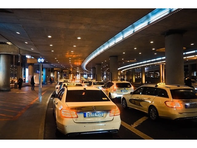 Book Luxury Taxi Melbourne Airport Pickup at Taxismelbourneairport - 1/1